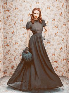 Old School Russian Glamour from Designer Ulyana Sergeenko: Fall/Winter 2011 Pretty Dresses, Beautiful Dresses, Gorgeous Dress, Beautiful Lengths, Fabulous Dresses, Moda Retro, Vintage Outfits, Vintage Fashion, 1950s Fashion