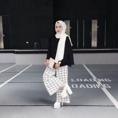 Street Hijab Fashion, Muslim Fashion, Modest Fashion, Girl Fashion, Daily Fashion, Modest Outfits, Chic Outfits, Girl Outfits, Fashion Outfits