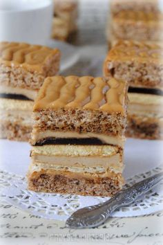 Orzechowa delicja Fancy Desserts, Köstliche Desserts, Delicious Desserts, Dessert Recipes, Polish Cake Recipe, Polish Recipes, Cake Bars, Romanian Desserts, Happy Foods