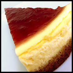 LUISA es nuestro postre favorito.    Su sencillez y sabores armónicos hacen  de esta tarta un verdadero placer.  Base de galletas trituradas, relleno de quesos  y nata y una cobertura con base de mermelada de cereza picota.