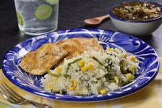 Disfruta de este tradicional arroz blanco con elote y chile poblano, además de ser una receta muy rica, te sorprenderá lo fácil que es prepararla, y lo mejor es que la puedes ocupar como guarnición para cualquier platillo. Queda esponjosito y piscosito.