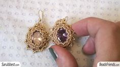 Cubic zirconia earrings: beaded bezel earrings with cubic zirconia and seed beads Geek Jewelry, Jewelry Crafts, Gothic Jewelry, Jewelry Bracelets, Fashion Jewelry, Seed Bead Earrings, Beaded Earrings, Seed Beads, Earring Tutorial
