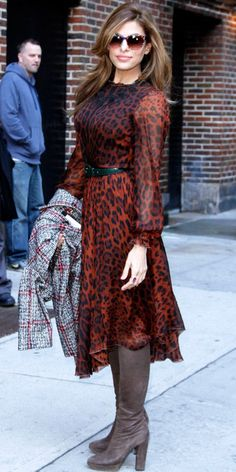 Eva Mendes dropped by The Late Show with David Letterman in a Dolce & Gabbana animal-print dress. She accessorized with a green belt, taupe boots and colorful shades. Taylor Swift Outfits, Eva Mendes, Fall Dresses, Cute Dresses, Dresses For Work, Dolce E Gabbana, Animal Print Dresses, Animal Prints, Look Chic