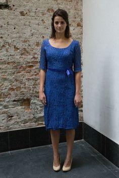 Blauwe kanten jaren 50 jurk