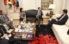 Juan Manuel Urtubey recibió el saludo protocolar del embajador de Paraguay en Argentina, Federico González. Durante el encuentro el Gobernador y el diplomático dialogaron sobre la habilitación del consulado de Paraguay en la ciudad de Salta. Ambas partes ya dieron la autorización para que se habilite el consulado; sólo resta la infraestructura para el funcionamiento de la delegación diplomática.