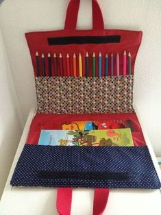 Tutorial of the drawing pouch - Mila's factory - Fanny Crocq - - Tuto de la pochette à dessin – La fabrique de Mila To do in sewing! Sewing Projects For Beginners, Sewing Tutorials, Sewing Crafts, Sewing Tips, Sewing Hacks, Diy Couture, Couture Sewing, Sewing For Kids, Diy For Kids