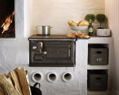 """b-undt: magweno: This wood burning stove is utterly perfect for the Tiny House. I want it so badly! (via Smålandsspisen 1896 - Spis-Häll) The """"Old Sweden"""" 1896 stove by Josef Davidsson 罪人 + 情人 Home Decor Kitchen, Interior Design Kitchen, Swedish Kitchen, Cast Iron Stove, Kitchen Stove, Stove Fireplace, Farms Living, Little Houses, Cozy House"""