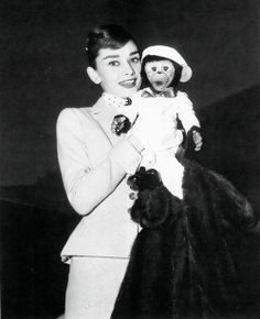 The actress Audrey Hepburn (holding a toy monkey) photographed during her arrival at the Los Angeles International Airport in Los Angeles, California (USA), from Paris (France), on February Audrey Hepburn Born, Audrey Hepburn Photos, Holly Willoughby, My Fair Lady, Beautiful Lips, Beautiful People, Classy Women, Classy People, Classy Lady