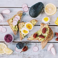 we're pretty sure this is what every wednesday morning should look like emojiemoji remember to tag your best toast photos with #feedfeed @thefeedfeed - we'll be choosing our favourites each month. have a good one everybody! #foodstyling #foodphotography #9finds #visualcoop #gatheringslikethese #fromabove #onthetable @uprisingbreads