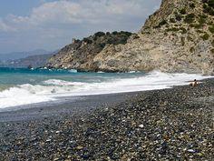 Playa de Cantarriján en Almuñécar: esta playa nudista está situada en Almuñécar (Granada). De 380 metros de longitud y 43 de ancho es una playa aislada de difícil acceso. A pesar de ello, es bastante frecuentada y tiene un nivel de ocupación medio. Sus aguas son cristalinas y bastante tranquilas. Esta playa se podrá visitar cuando el velero de Fusion Yachts atraque en el puerto deportivo de Marina del Este. Granada, Beach, Water, Outdoor, Sun, Aquatic Ecosystem, Nude Beach, Cruises, Sailing Ships