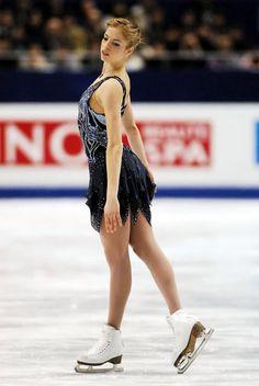 Carolina Kostner. Figure Skating Olympics, Carolina Kostner, Love On Ice, Beautiful Athletes, Sports Figures, Ice Skating, Gymnastics, Amazing Women, Blue Dresses