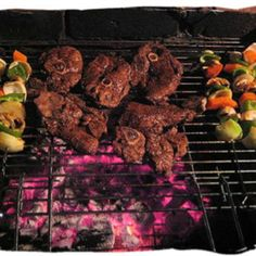 "The South African ""braai"" (barbecue) is a way of life and a culinary experience unequalled in the world - Delicious food in South Africa, South African food guide Braai Recipes, Barbecue Recipes, Bbq, South African Braai, Shrimp On The Barbie, South Africa Tours, South African Recipes, Lamb Chops, Beaches In The World"