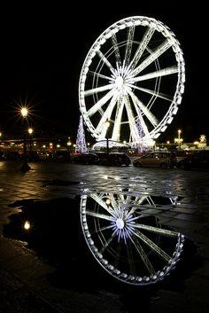 Paris wheel in the water