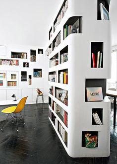 Une bibliothèque entièrement faite de niches - Marie Claire Maison