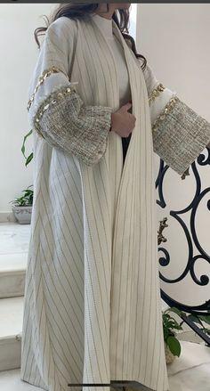 Street Hijab Fashion, Arab Fashion, Cute Muslim Couples, Abaya Designs, Mode Chic, Vintage Couture, Pakistani Dresses, Beautiful Dresses, Cape