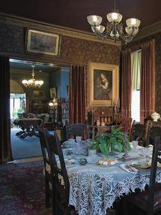 Mark Twain dining room - Model Home Interior Design Victorian House Interiors, Victorian Living Room, Victorian Home Decor, Victorian Parlor, Victorian Furniture, Vintage Interiors, Dining Room Fireplace, Home Decoracion, Victorian Architecture