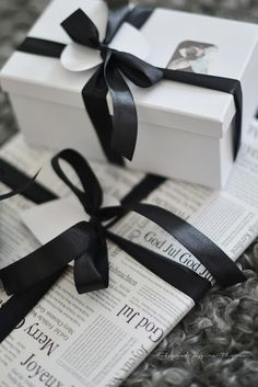 11 elegant black and white christmas wrapping ideas white ribbon box and gift