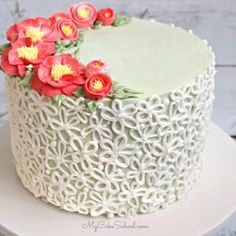 Buttercream Camellia Flower Piping- A Cake Decorating Video Buttercream Recipe, Buttercream Flowers, Whipped Cream Cakes, Cake Land, Pie Decoration, Frosting Colors, School Cake, Cake Decorating Classes, Cake Videos
