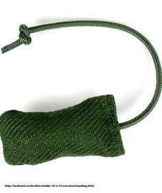 DS Liten kudde, 12 x 6 cm med handtag - Kampkudde med handtag som är lätt att ha med sig. Handtag: 25 cm