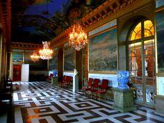 loveisspeed .......: O Palácio Drottningholm sueco Drottningholms slott, é a residência privada da família real sueca. Ele está localizado na Drottningholm. Ele é construído sobre o Lovön ilha (no município de Ekerö de Condado de Estocolmo), e é um dos Palácios Reais da Suécia. Foi originalmente construído no final do século 16. Ele serviu como residência da corte real sueca para a maior parte do século 18. Além de ser a residência privada da família real sueca, o palácio é uma atração…