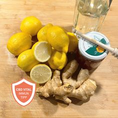 Ein gesundes Hausmittel zur Stärkung des Immunsystems - einfach in der Herstellung und erfrischend im Geschmack!  Ingwer bringt den Kreislauf in Schwung und aktiviert den Stoffwechsel. Die darin enthaltenen Antioxidantien stimulieren unser Immunsystem und unterstützen die Krankheitsabwehr. Auch Zitronen sind bekanntermaßen sehr gesund – vor allem wegen ihres hohen Vitamin-C-Gehalts.  Die Anleitung finden Sie auf unserer Facebookseite. Stuffed Mushrooms, Vegetables, Ethnic Recipes, Food, Metabolism, Home Remedies, Mushrooms, Health, Stuff Mushrooms