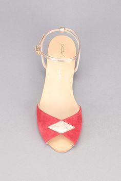 b0e49e34922cc9 Sandales rouges et dorées cuir Fidji Rouge / Doré Petite Mendigote sur  MonShowroom.com