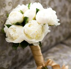 Small white peony bouquets for the bridesmaids