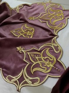 This Pin was discovered by F Embroidery Suits Design, Embroidery Fabric, Embroidery Stitches, Machine Embroidery, Embroidery Designs, Hand Embroidery Tutorial, Sewing Appliques, Gold Work, Fabric Beads