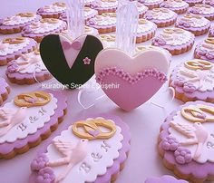 Wedding Cupcakes Fondant, Bolacha Cookies, Kawaii Cookies, Cookie Wedding Favors, Fondant Tips, Creative Lettering, Cookie Icing, Clay Crafts, Cookie Decorating