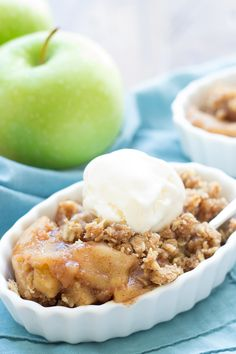 Easy Slow Cooker Apple Crisp, made completely in the crock pot! Juicy, spiced caramel apple filling plus lots of buttery crumble topping!