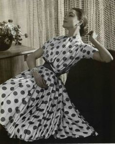 Vintage Dress by Carven 1957 Fashion Moda, 50 Fashion, Fashion History, Retro Fashion, Vintage Fashion, Dots Fashion, Fashion News, Fall Fashion, Vintage Glamour