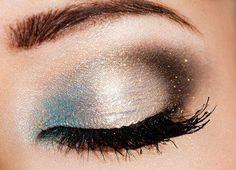 Precioso ojo maquillado con purpurina y turquesa