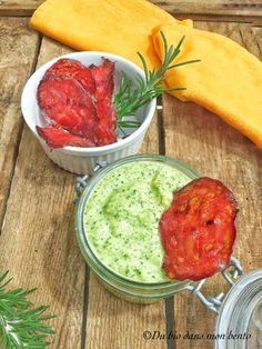 Zucchini spread with mint and chorizo ​​chips - organic in my bento - WW - Raw Food Recipes Dessert Hummus Recipe, Healthy Hummus Recipe, Healthy Dips, Mint Recipes, Raw Food Recipes, Healthy Recipes, Healthy Food Alternatives, Show Da Luna, Pasta