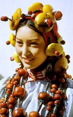 Beautiful Khampa lady resplendent in traditional headdress and ceremonial costume adorned with chunks of amber, Tibet: To the Khampa people these ornaments have the utmost significance because they are physical remnants of their ancestors' success. We Are The World, People Around The World, Beautiful World, Beautiful People, Beautiful Eyes, Beautiful Pictures, Costume Ethnique, Beauty Around The World, Folk Costume
