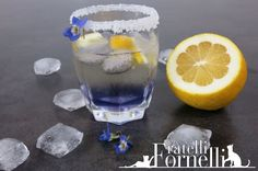 Violet spritz: Classic aperitif enriched by the flavour of spring violets - Fratelli ai Fornelli