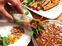 Vegan Recipes Videos, Vegan Lunch Recipes, Vegetarian Recipes Easy, Tofu Recipes, Peanut Dipping Sauces, Peanut Sauce, Fresh Spring Rolls, Fresh Rolls
