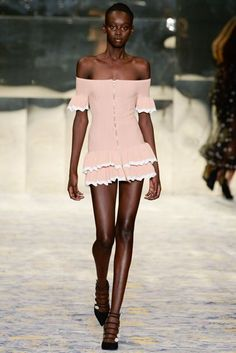 Trendy Beachwear for the Summer Alice Mccall Spring/Summer 2018 Resort Collection Discovred by : Azza Shesheny Fashion 2018, Runway Fashion, High Fashion, Fashion Show, Womens Fashion, Fashion Design, Fashion Trends, Alice Mccall, Mode Outfits