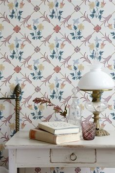 Tessin by Boråstapeter - Pink - Wallpaper : Wallpaper Direct Classic Wallpaper, Wallpaper Uk, Designer Wallpaper, Pattern Wallpaper, English Cottage Style, Cottage Style Homes, Cottages Anglais, Violet Pastel, Paz Interior