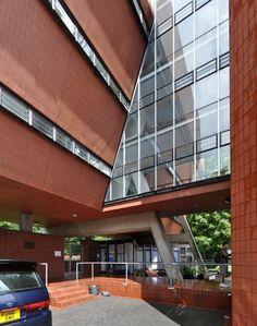 Arquiteto: James Stirling Ano Projeto: 1971 Localização: Oxford, Inglaterra…