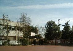 Los alumnos pueden disfrutar del deporte al aire libre gracias a las pistas con las que cuenta el instituto, abiertas también durante el recreo e incluso en horario vespertino.