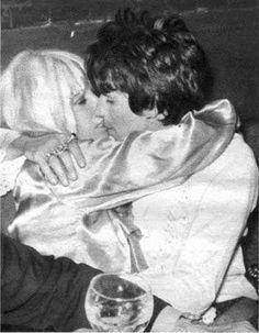 Anita Pallenberg e Keith Richards. @MyrnaGioconda