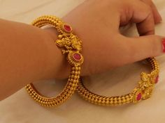 New Stylish Gold Bangles for Women - Indian Fashion Ideas Plain Gold Bangles, Gold Bangles For Women, Gold Bangles Design, Gold Jewellery Design, Gold Jewelry, Jewelry Bracelets, Bead Jewellery, Temple Jewellery, Antique Jewellery