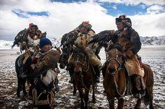 大空を駆けるハンターの祭典「ワシ祭」(モンゴル)