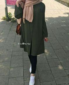 179 meilleurs styles hijab avec jeans pour un dressing chic - page 8 Modern Hijab Fashion, Hijab Fashion Inspiration, Muslim Fashion, Mode Inspiration, Modest Fashion, Trendy Fashion, Fashion Trends, Casual Hijab Outfit, Hijab Chic