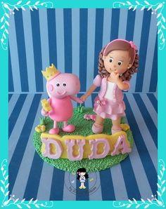 Topo de bolo menina estilizada com a roupa da festa , com peppa pig fadas . Topo com 15 cm , e peppa com 12 cm. R$ 93,50