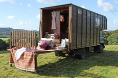 Ges the horse box - a very romantic renovated lorry Horse Box Conversion, Camper Conversion, Truck Camper, Camper Van, Motorhome, Converted Horse Trailer, Eco Deco, Truck House, Canopy And Stars