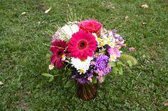 kleiner Blumenstrauß auf grünem Rasen in Planten un Blomen, Foto Birgit Puck