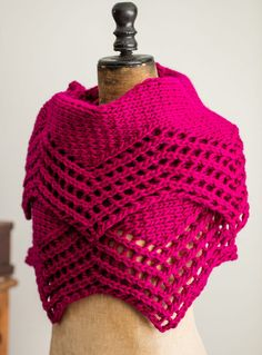Free Knitting Pattern for Camelia Shawl - Crescent shaped shawl with zigzag lace edge knit in bulky yarn. Available in English and Portuguese. Designed Filipa Carneiro