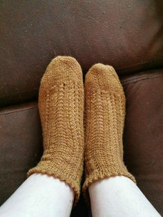 Slippers, Socks, Fashion, Knits, Sewing, Moda, Fashion Styles, Slipper, Sock