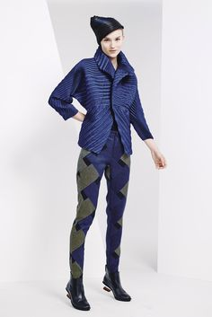 Issey Miyake Pre-Fall 2015 - Collection - Gallery - Style.com
